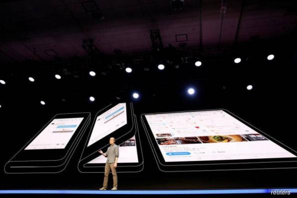 'Samsung to make at least one million foldable phones'