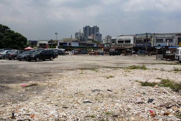 Section 17 PJ residents complain of accidents around project site
