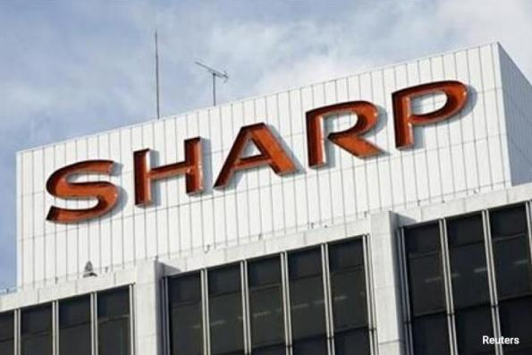 Sharp forecasts first profit in four years, confirms Toshiba chip bid