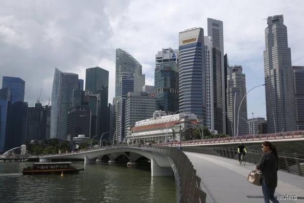 Singapore Q4 GDP growth at 2-year low, warning for manufacturing