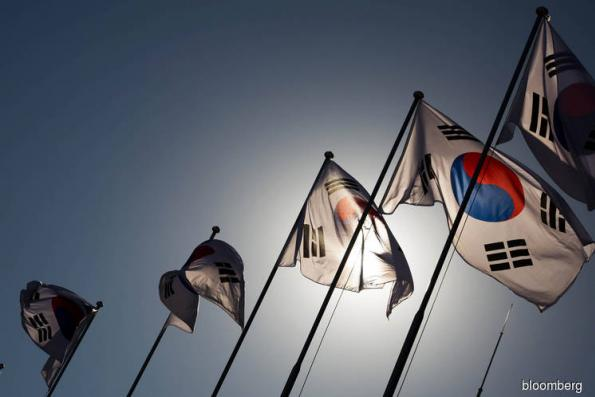 S.Korea fin min says in talks with ministries on regulation of bitcoin trading