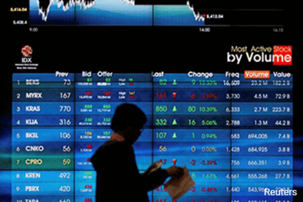SE Asian stocks eke out small gains; Singapore falls