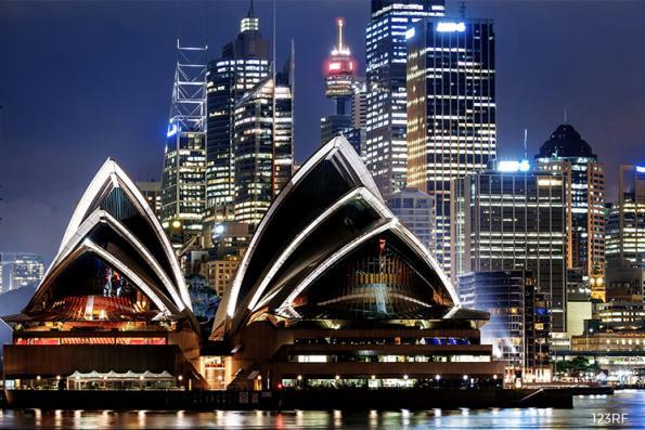 Australian retailers suffer worst sales decline for 4½ years