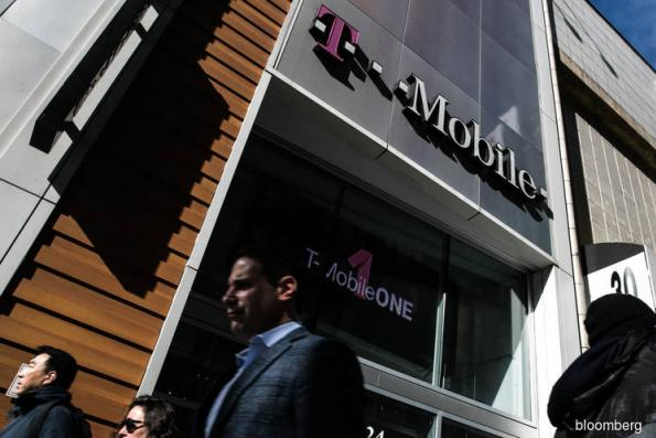 T-Mobile and Sprint CEOs said to state case for merger at FCC