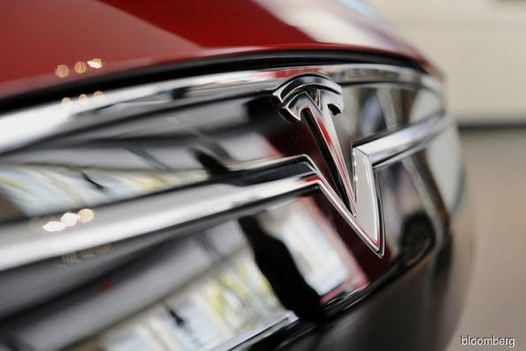 Tesla falls on Model 3 production delay, but analysts upbeat