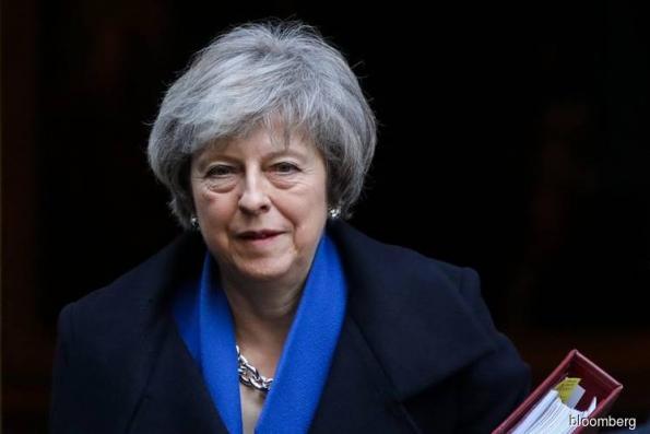 U.K.'s May Is Hatching Secret Brexit Plan B to Avoid Armageddon