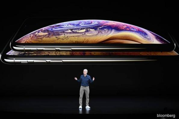 Apple Cuts Sales Outlook on Weakness in IPhone Demand, China