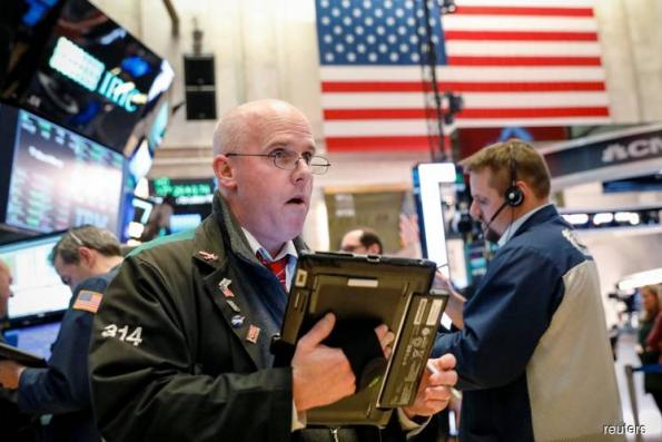 Wall Street falls on Syria concerns, interest rate worries