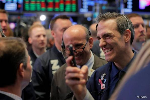 Wall St gains on earnings optimism, waning Syria jitters