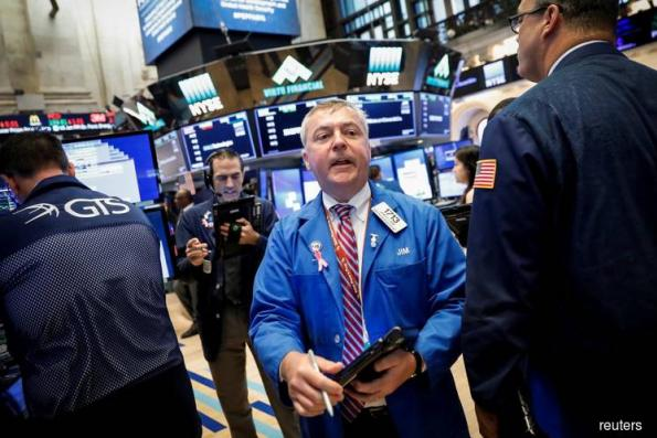Wall St snaps 4-day rally; latest trade threat weighs