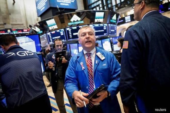 Wall St bounces back; technology, industrials lead