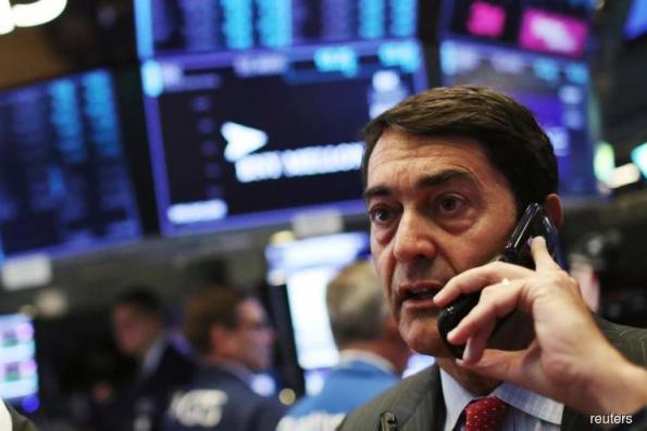 S&P 500, Nasdaq rise as Apple hits $1 trillion mark