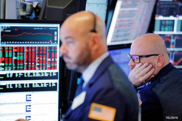 Wall St gains as Apple, tech rebound; oil lifts energy shares