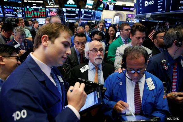 Dow, S&P 500 end up slightly after trade talk news; Apple slips
