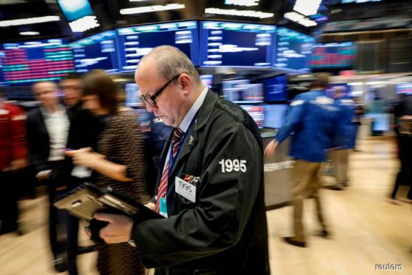 Wall St falls as investors eye a united hawkish Fed