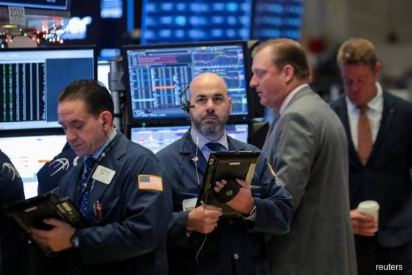 S&P 500 rises in choppy session; shutdown threat, trade in focus