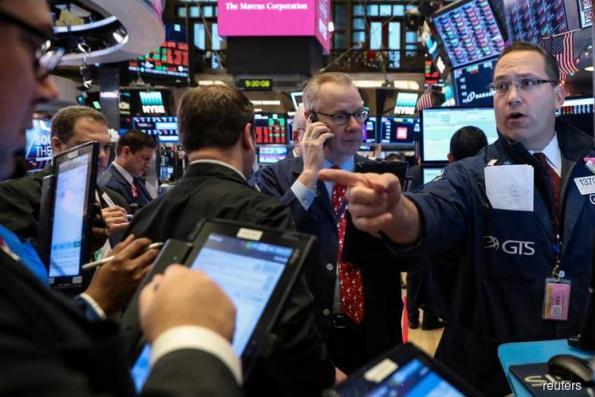 Wall St sinks as DoubleLine's Gundlach says stocks are in bear market