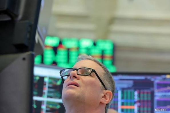 U.S. fund managers brace for consumer slowdown