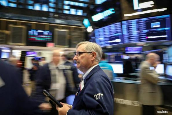 Wall St wavers as investors eye trade talks, growth fears