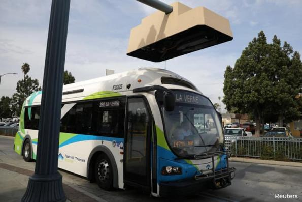 U.S. transit agencies cautious on electric buses despite bold forecasts