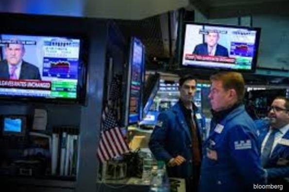 Stocks drift, dollar climbs amid earnings, trade