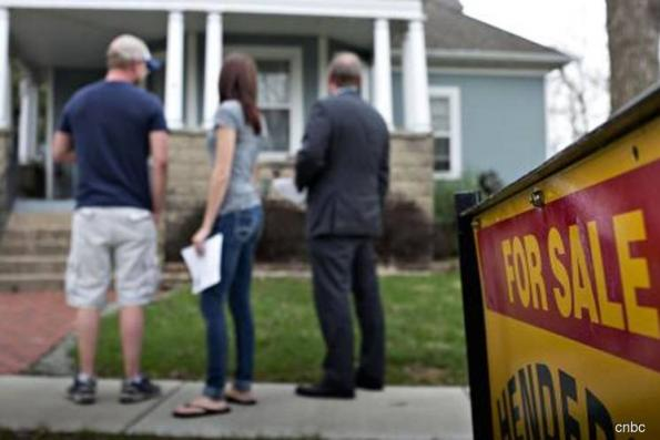 U.S. pending home sales unexpectedly rise in June
