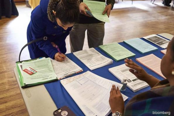 U.S. jobless claims unexpectedly rise after shutdown ends