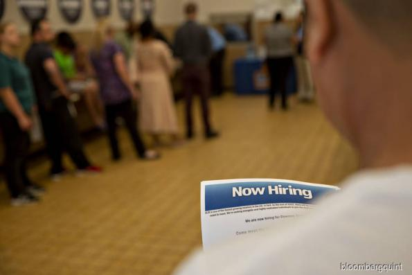 Jobless claims fell last week amid tight U.S. labour market