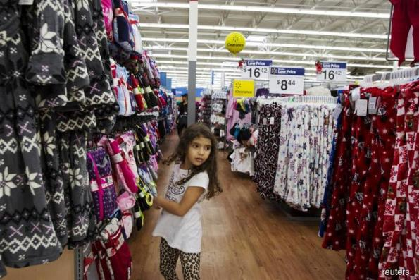 U.S. retail sales trail forecasts as autos, apparel decline