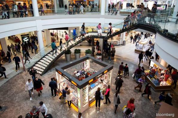 U.S. retail sales miss forecasts as restaurant receipts drop