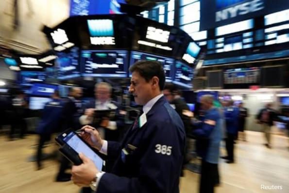 S&P 500 dips as investors worry about delay in tax cuts