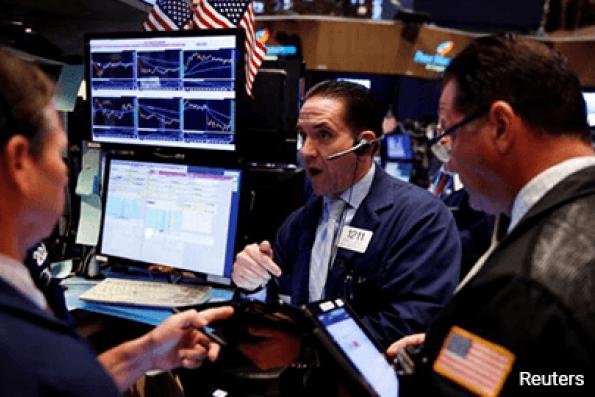 S&P 500 edges higher after Trump renews jobs pledge