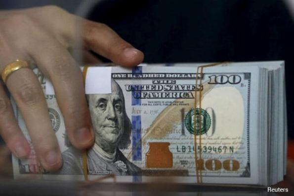 Dollar hovers near 1-week high, buoyed by euro weakness