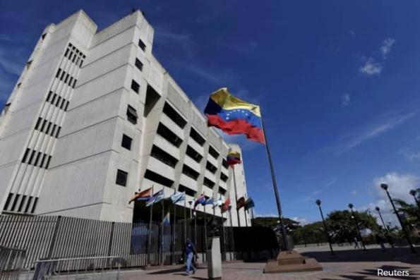 Venezuela hunts rogue police attacker, Maduro foes smell rat