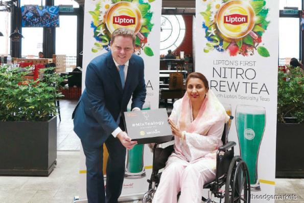 Lipton Nitro Tea debuts