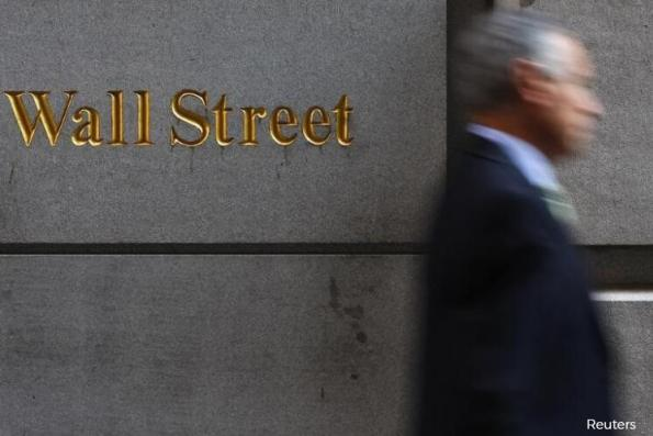 Wall St treads water; financials drop ahead of reports