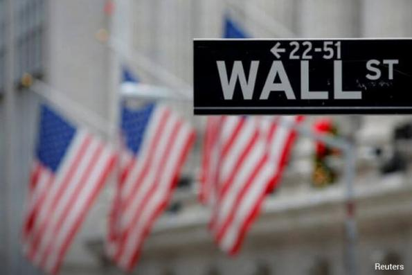 Wall St ends choppy session up slightly; energy helps