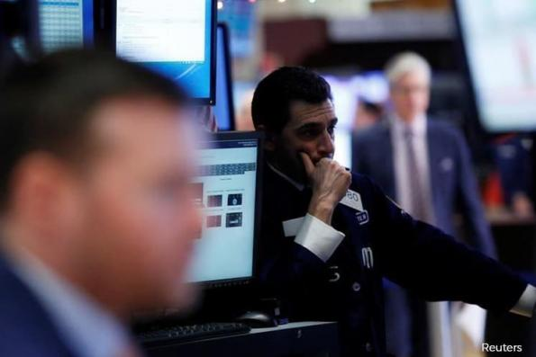 Wall St dips as GE, energy shares weigh