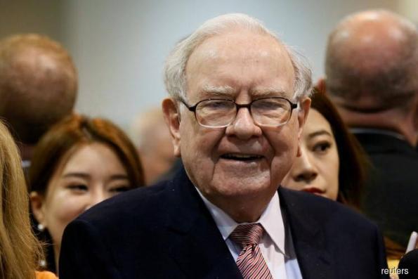 Buffett doubles down on banks as Berkshire trims Apple stake