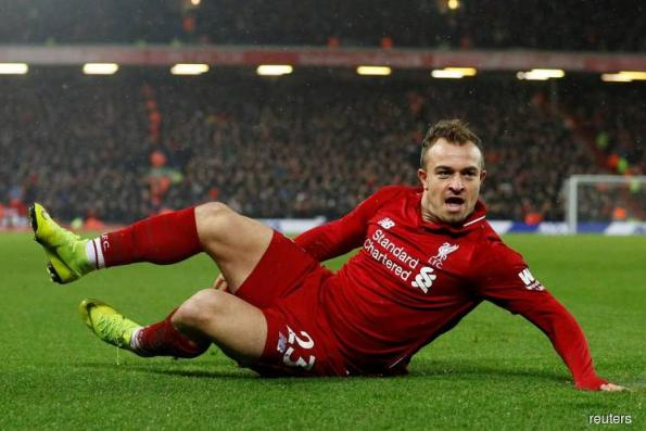 Liverpool beat Man Utd to go top as Chelsea keep up chase