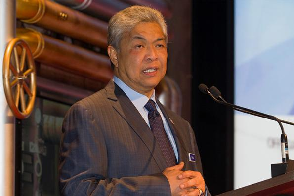 Ahmad Zahid's supporters gather at MACC