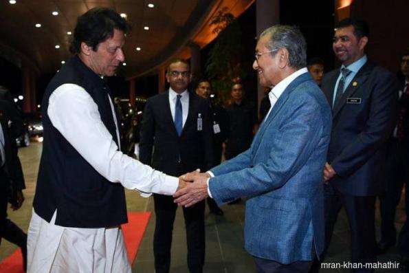 Dr Mahathir bids farewell to Imran Khan at airport