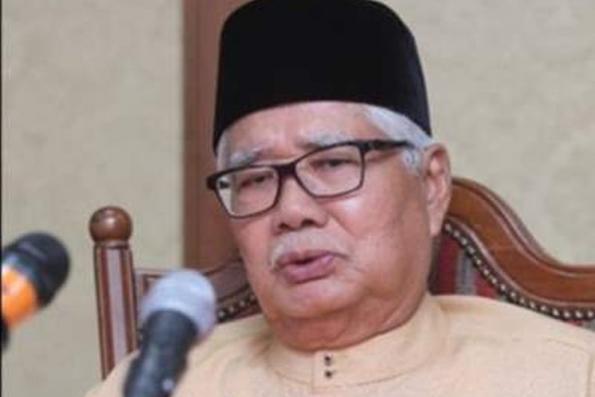 Former Selangor MB Tan Sri Abu Hassan Omar dies