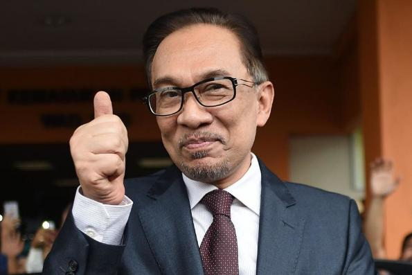 Anwar refutes talk of PKR splitting into two camps