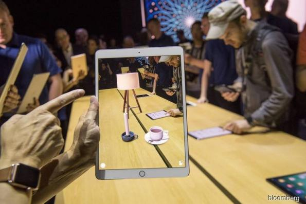 Apple taps iPhone executive to be first marketing head for AR
