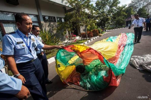 Indonesians' Eid balloons force flights to divert