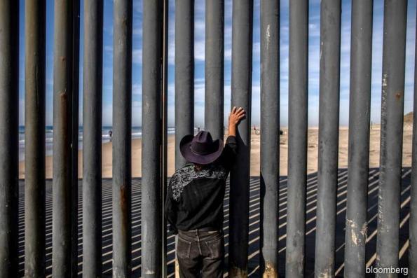 Trump Shouldn't Declare Emergency to Build Border Wall: CBS Poll