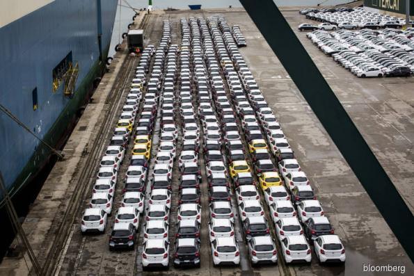 Trump renews auto tariff threat as trade czar aims at China
