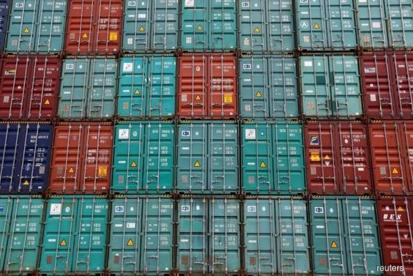 US goods trade deficit widens in October, inventories fall