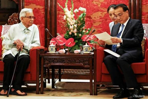Tun Daim delivers Dr M's letter to Chinese Premier